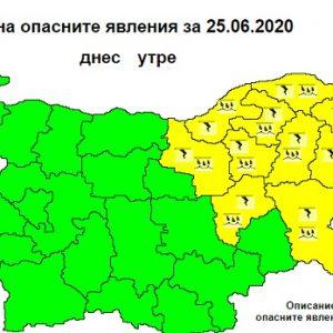 Жълт код за интензивни валежи и градушки е в сила за 10 области на страната