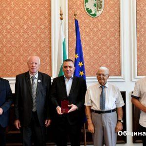 Областният съвет на Съюза на ветераните от войните отличи с медали кмета Стефан Радев и председателя на Общинския съвет Димитър Митев