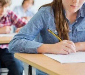 Още се сринаха 7-класниците на изпитите: средно 2 по математика и 3 по БЕЛ