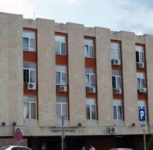 Сливенската прокуратура задържа за 72 часа мъж, обвинен в опит за убийство на съпругата си