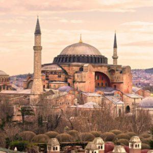 """Турският съд отложи решението за съдбата на """"Света София"""""""