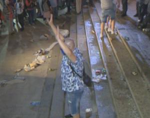 ЕСКАЛАЦИЯ: Провокатори разбиха врата на Партийния дом