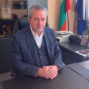 Областният управител поздравява юристите за Деня на Конституцията