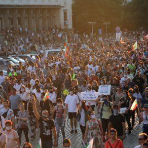 Центърът на столица е блокиран от протестиращи. Стигна се до напрежение и сблъсъци, има арестувани